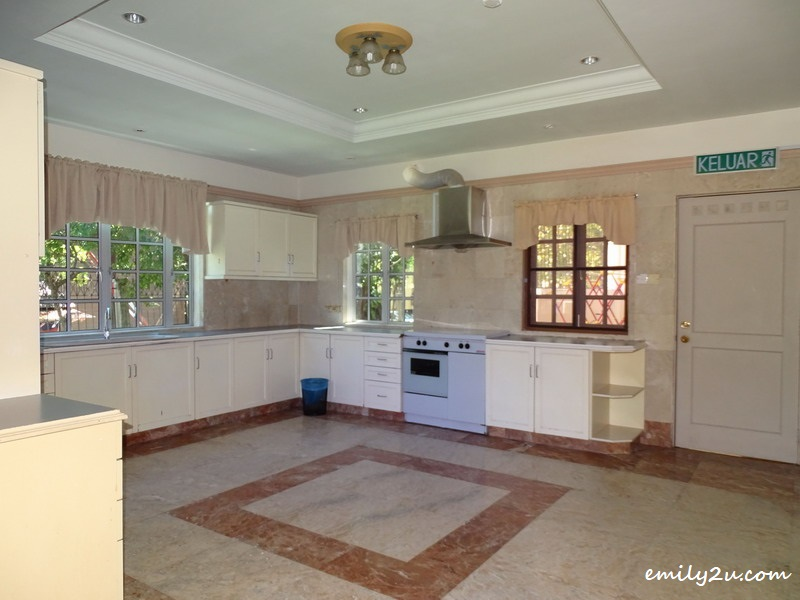 24. villa kitchen