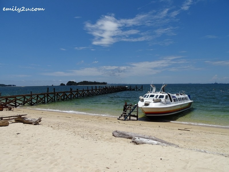 4. the boat arrives at Pulau Rusukan Besar