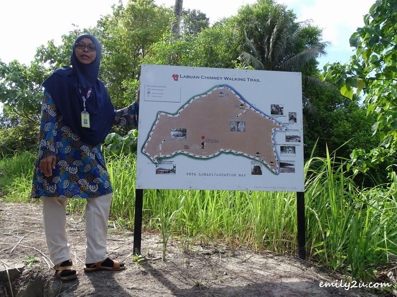 3. file pic: Assistant Curator Pn. Nurlina explains about the Chimney Walking Trail
