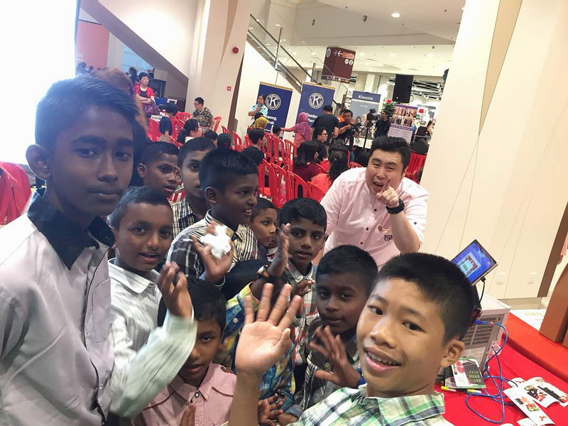 5. children from Ipoh Precious Gift Orphanage Society with Eric (in pink) from Flissco