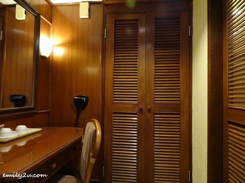 6. dressing room