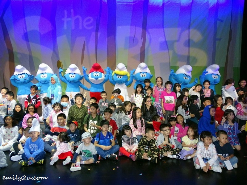 9. group photo of kids with the Smurfs