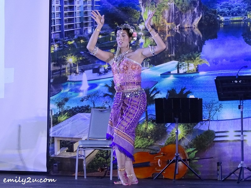 14. pastry chef presents an exotic Thai-style dance