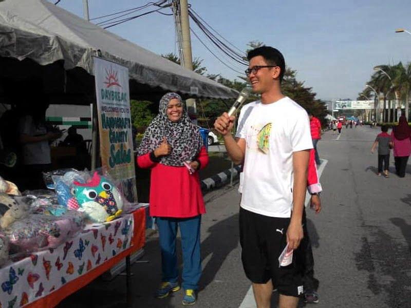 4. YB Tan Kar Hing visits the Daybreak booth