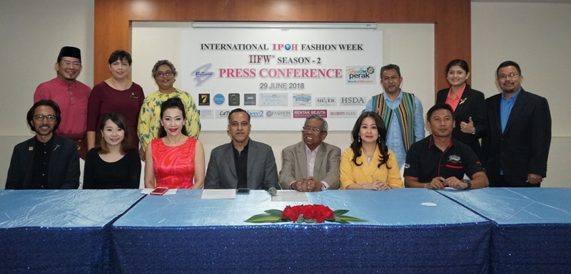 Founder & CEO of IIFW Mr. Louis Sebastian (seated middle) with key partners of the event. Photo credit: Datin Caroline Wong (seated 3rd from L), Ambassador IIFW