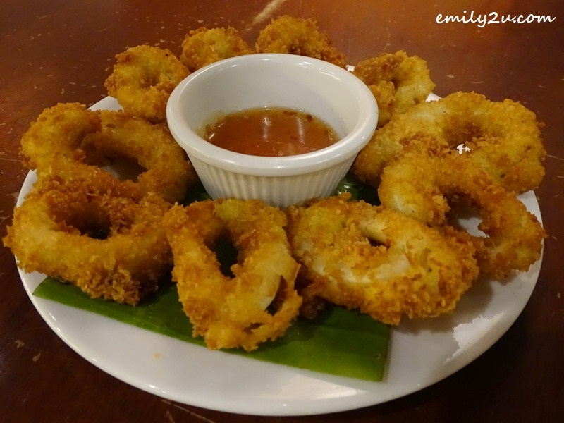 11. Pra Muek Thod (deep fried calamari)