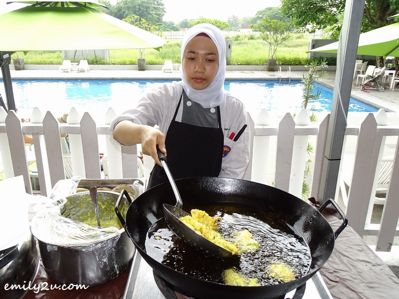 19. commis chef Aishah at one of the action stalls