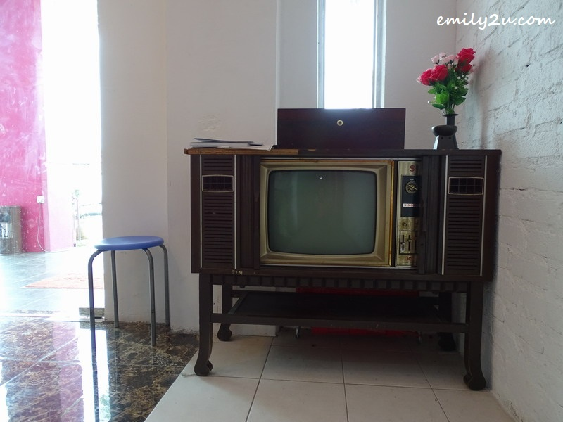 17. Singer TV from a generation ago