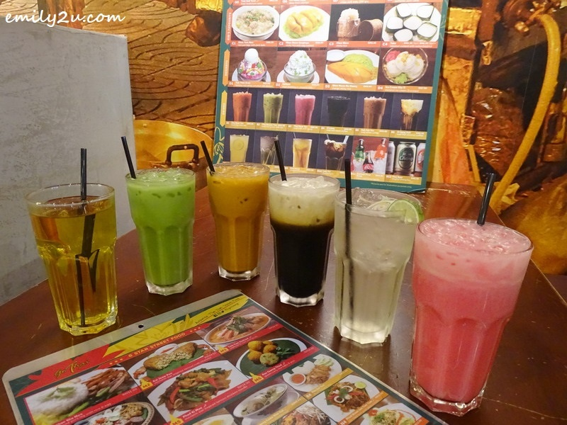 2. up-sized beverages (L-R): Kek Hwey (chrysanthemum), Cha Keoow Yan (iced Thai green milk tea), Kah Feh Yen (iced white coffee), O Liang Kati (iced Thai coconut coffee), Nam Takrai Bai Toey (pandan lemongrass drink) & Thai Nom Yen (iced milk with syrup)