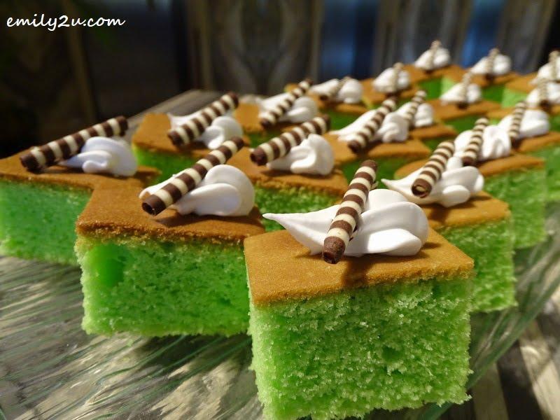 22. slice cakes