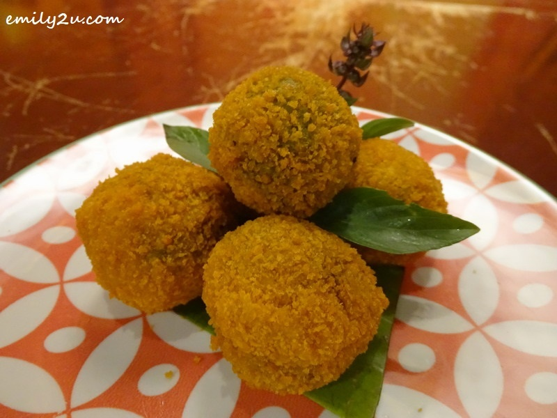 6. Kao Gaeng Thod (green curry rice balls)
