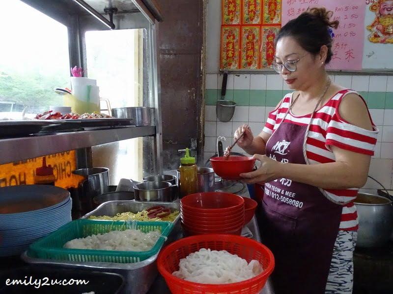 1. Auntie Foong's daughter prepares my order