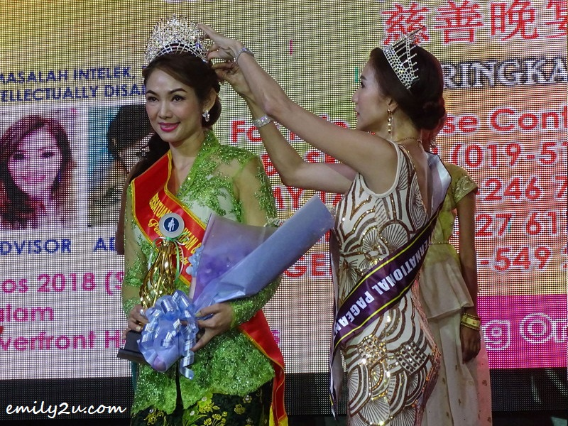 18. crowning of Kebaya Queen