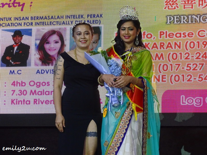 20. crowning of Saree Queen