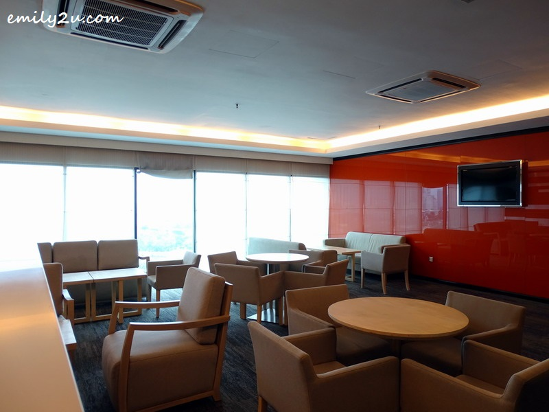 32. Club Floor lounge