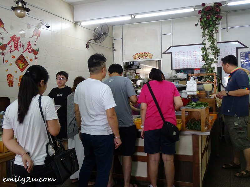 4. the queue of hungry customers