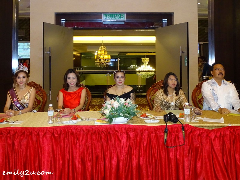 6. the panel of judges (L-R):  Ms. Alice Ong, Ms. Carrie Lam, Ms. Shirlery Angeline Woodworth, Ms. Zuraini & Mr. Tamil Selvam