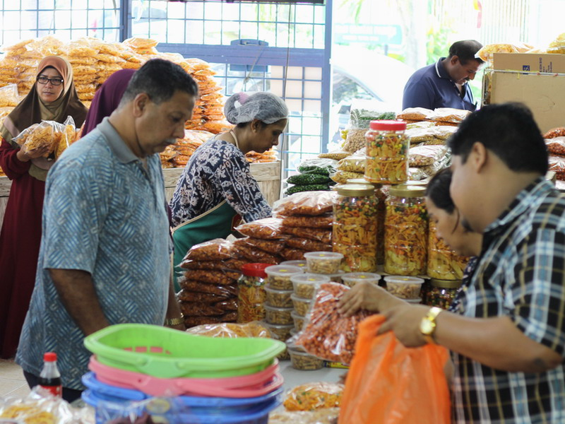 8. kacang putih lovers shopping for their favourite snacks and nuts at the retail store in Buntong