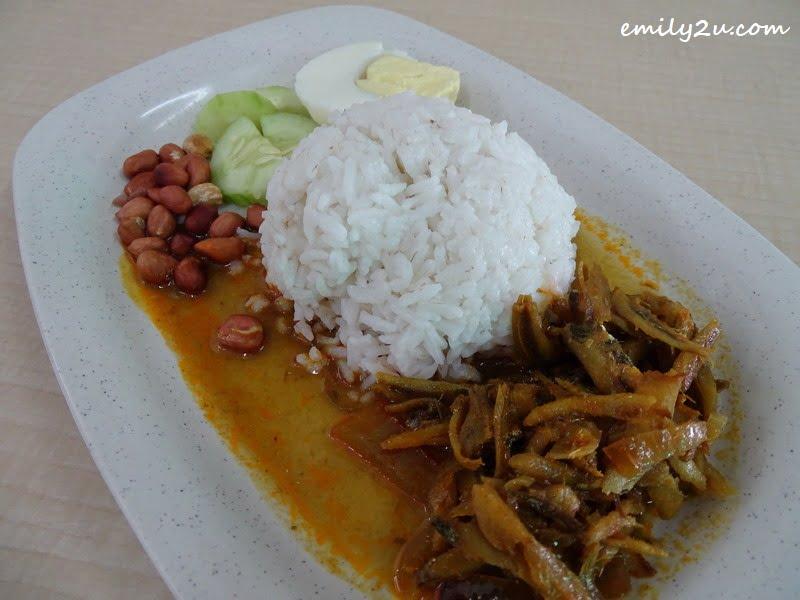 8. nasi lemak