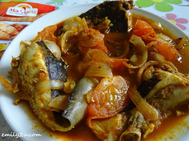 2. hot and tangy stingray with MamaBz perencah asam pedas serbaguna