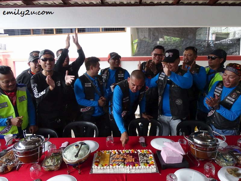 19. Kingz MG founder, Harry, and other members cut an anniversary cake