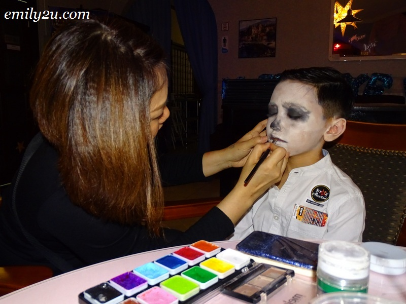 7. complimentary makeup for guests