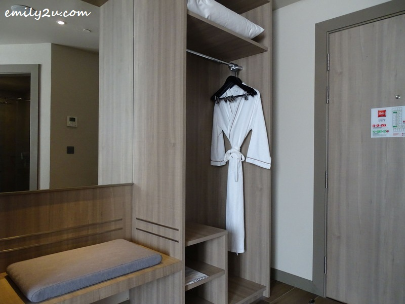 10. luggage rack, wardrobe and other conveniences