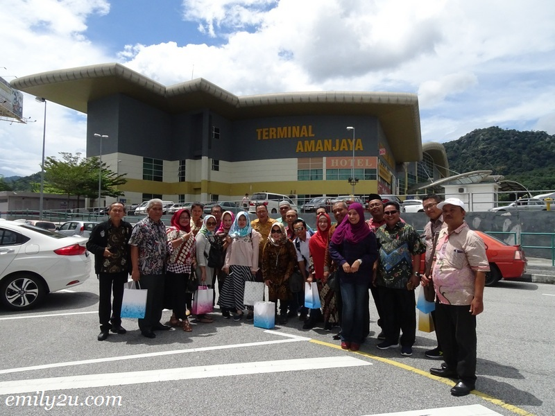 10. some of the delegates take a photo in front of Terminal Amanjaya