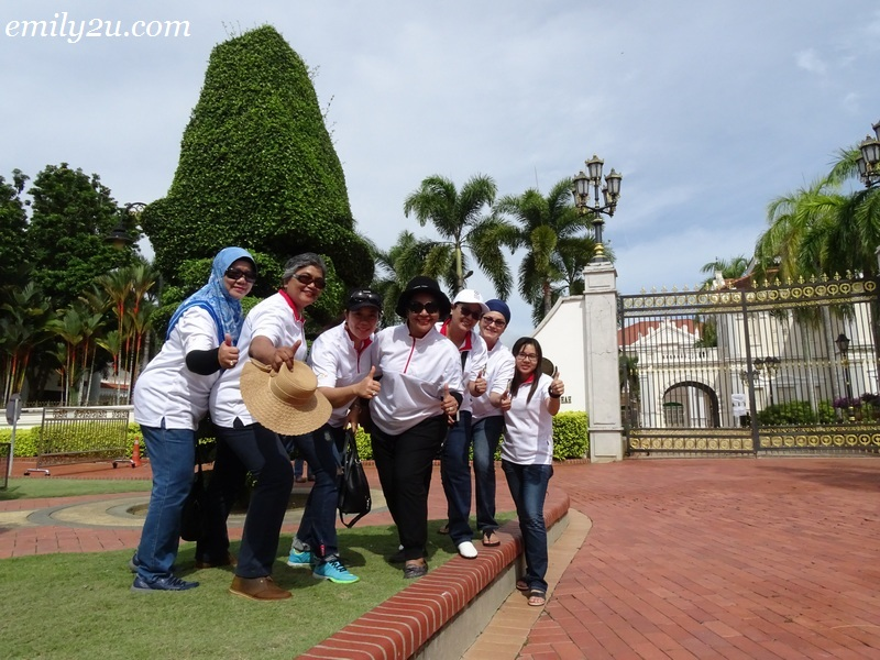 14. photography outside Sultan Azlan Shah Gallery