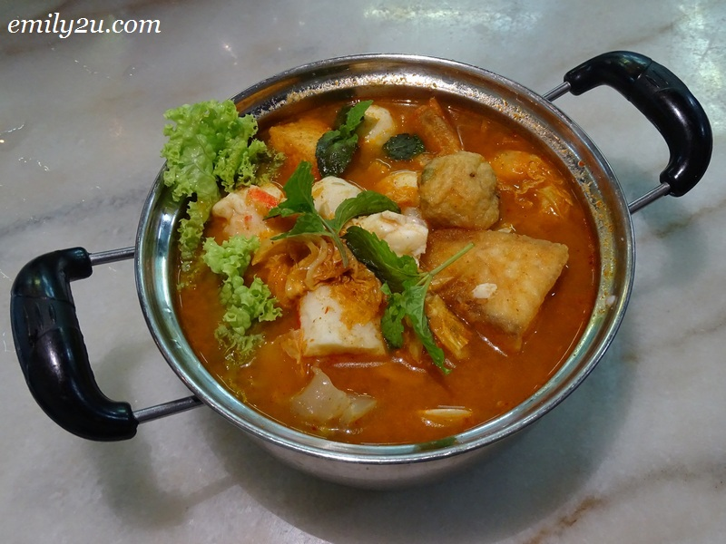 5. Seafood Mini Hot Pot Beehoon in Tomyam
