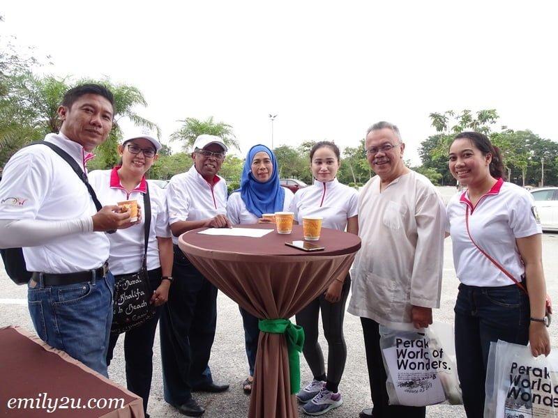 4. L-R: Nurul Nuzairi (General Manager Lost World of Tambun), Mashyitah (Director of Sales Cititel), Datuk Hj. Mohd. Odzman Bin Abdul Kadir (President Perak Tourism Association), Norzita Rabaai (Director of Haaza Kolej), Eza (PR Executive Impiana Hotel Ipoh), En Taib Wahab (adviser to Selangor Tourism Association) and Ratiya (Sales Executive Impiana Hotel Ipoh)