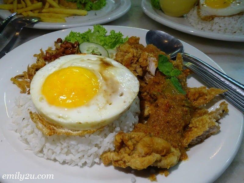8. Nasi Lemak Rendang Ayam