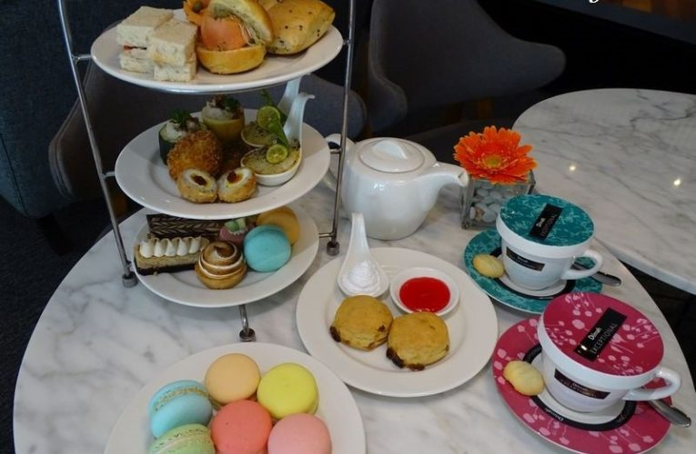 Tête-à-tête Over An Exquisite Afternoon Tea
