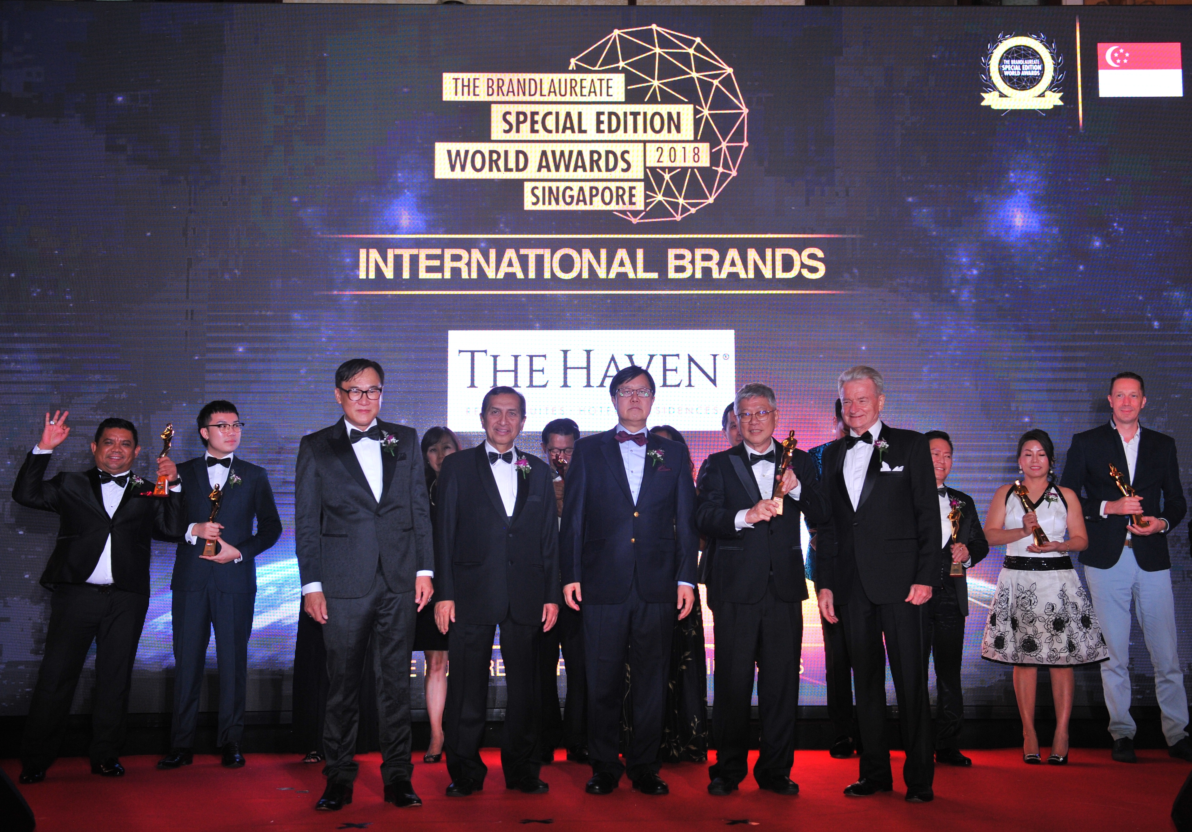 Mr. Peter Chan (2nd, R) receives The BrandLaureate International Brand Award for Outstanding Family Resort Developer & Operator for The Haven Resort Hotel Ipoh All Suites