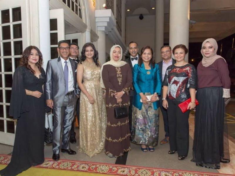 2. IIFW Board Members with Adviser YBhg. Datin Seri Dr Nomee Ashikin Mohammed Radzi (c) and her husband Menteri Besar of Perak YAB Dato' Seri Ahmad Faizal Dato' Haji Azumu (2nd from L)