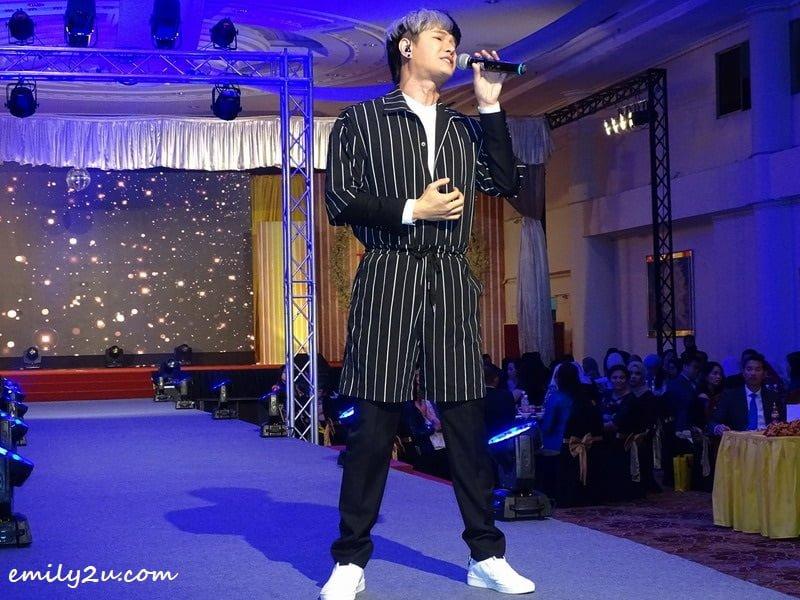12. performance by Ipoh-born international artiste, the sensational Vic Teo