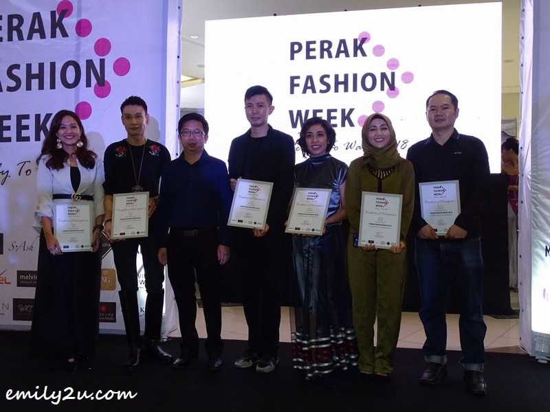 certificate of appreciation presented to all participating designers by guest-of-honour YB Steven Chaw Kam Foon (3rd from L)