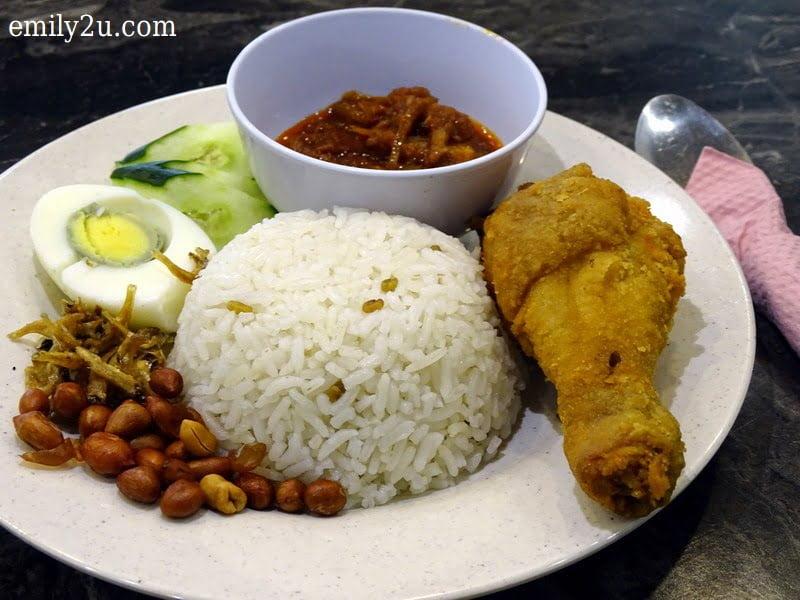 4. Nasi Lemak Ayam Goreng