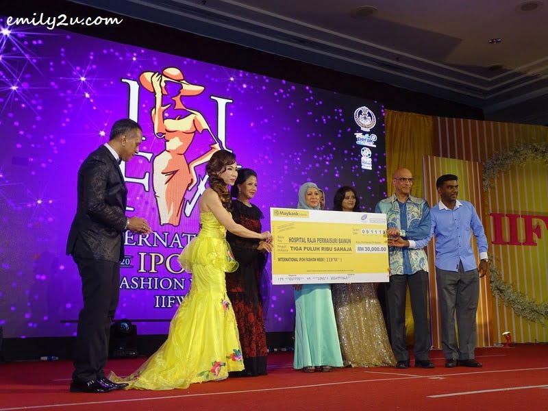 5. mock cheque presentation to the Neonatal Intensive Care Unit of Hospital Raja Permaisuri Bainun
