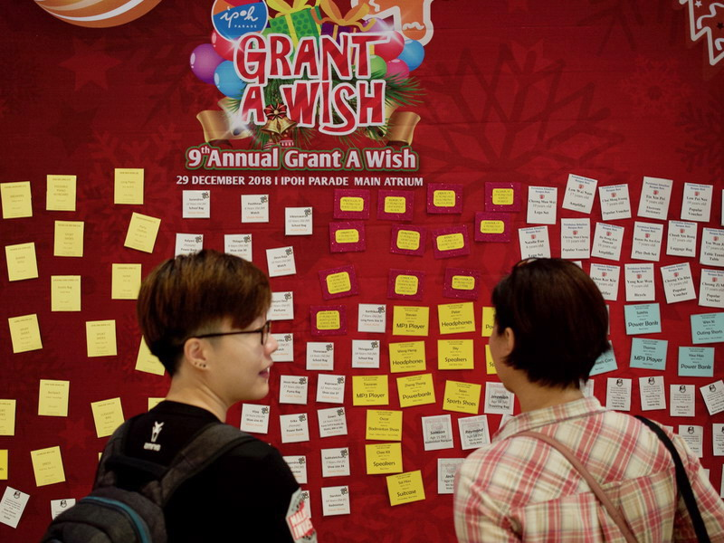 1. Ipoh Parade Grant A Wish Board - shoppers may participate in this meaningful activity.