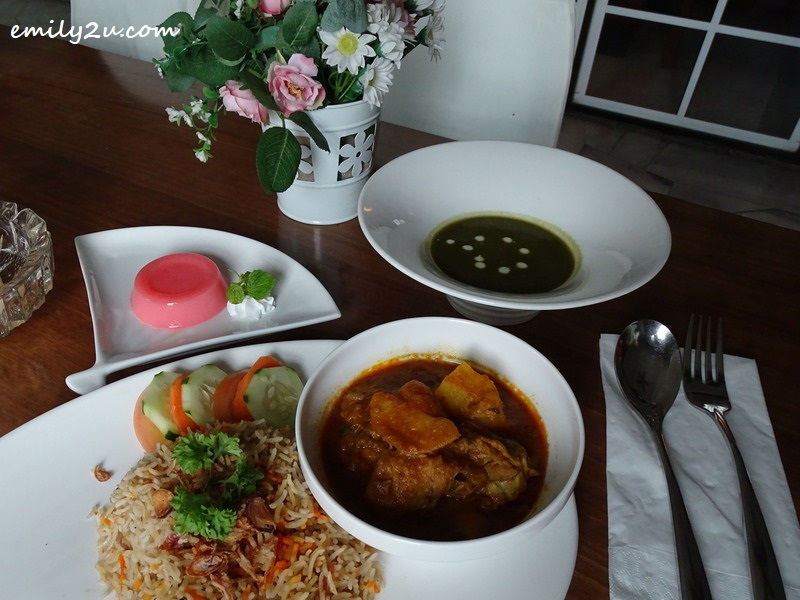 26. nasi briyani with chicken curry