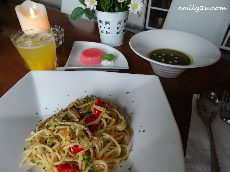21. set lunch of spaghetti Aglio Olio