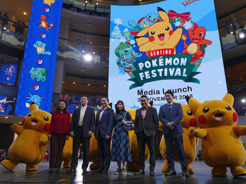 3. group photo of RWG management with Pikachus (L-R): Ms. Katherine Chew, Vice President of Resort Communications & Public Relations RWG; Susumu Fukunaga, Chief Officer of The Pokémon Company; Kevin Tann, Vice President of Promotions & Entertainment RWG; Angela Hoe, Vice President of Retail & Tenancy RWG; Roger Ong, Assistant Vice President of Promotions & Entertainment RWG; alongside Masatomo Kashiwai, Asia Business Development of The Pokémon Company at the launch of Genting Pokémon Festival, RWG
