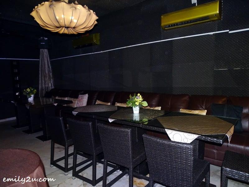 8. VIP room