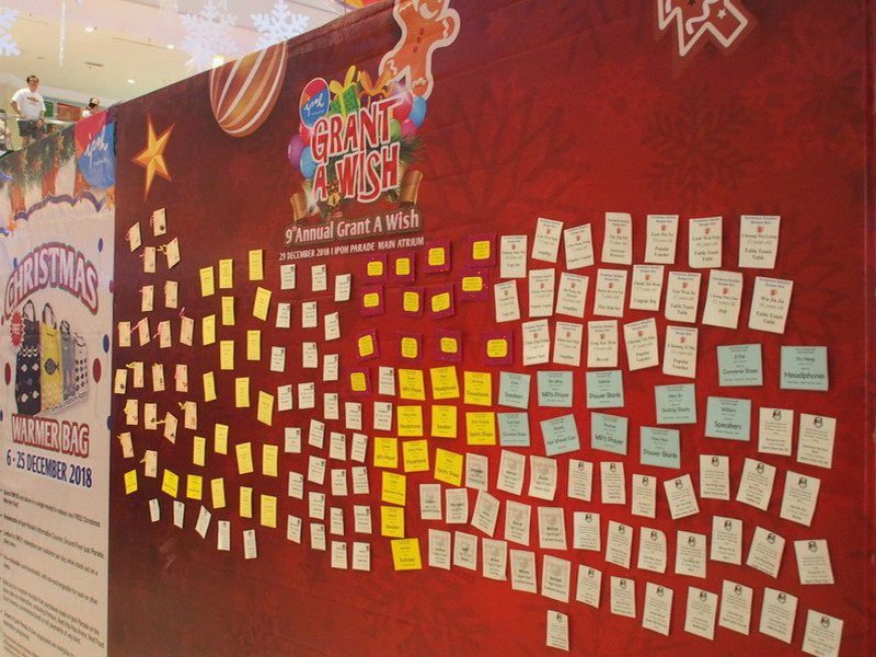 5. Side video of Ipoh Parade Grant a Wish Board.