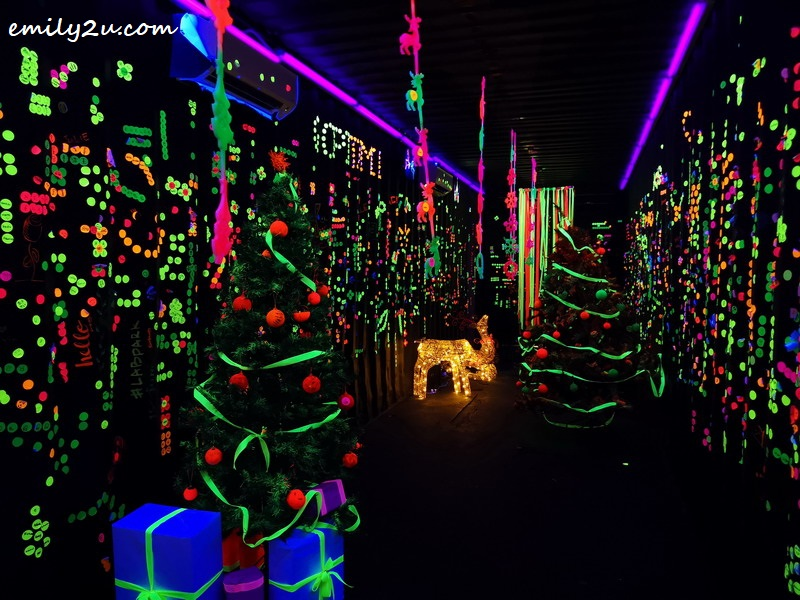 7. Neon LAB
