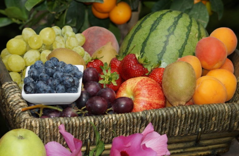 The Benefits of Sending Fruit Hampers To Loved Ones
