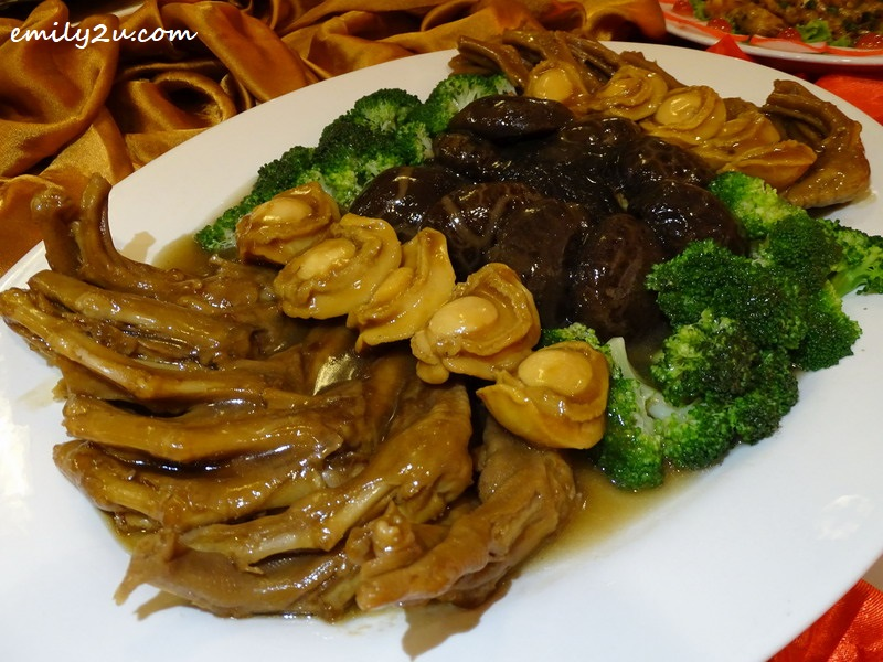 Menu C: Braised Mushroom, Whole Abalone (10), Goose Webs & Broccoli