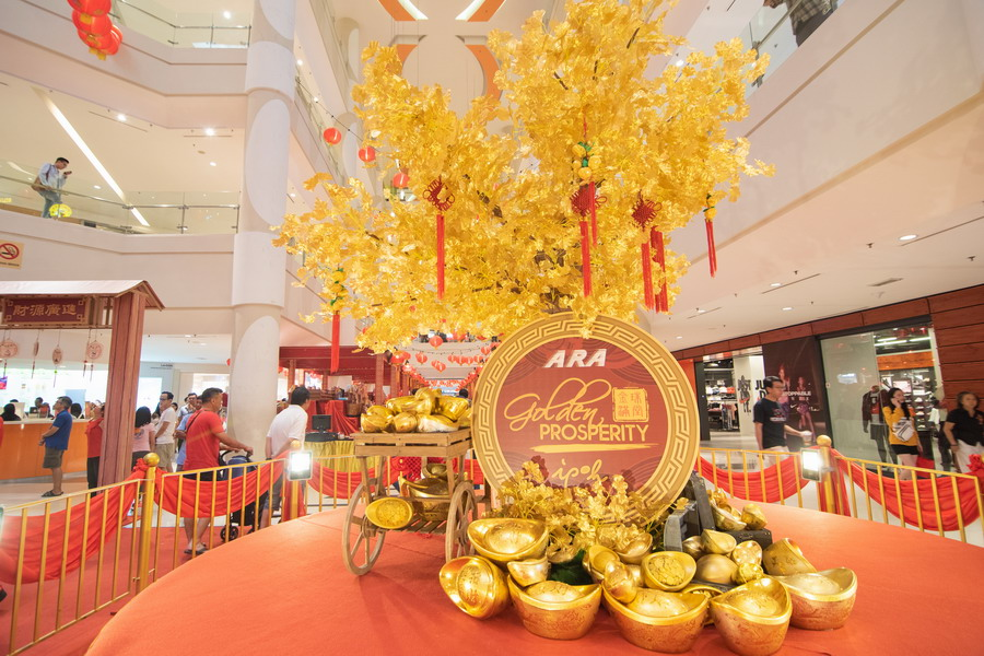 Ipoh Parade wishes shoppers a prosperous New Year with a rotating tree of wealth and giving away gold bars through the Golden Prosperity Campaign which is launched together with 3 other ARA malls, namely CITTA Mall, Klang Parade and 1 Mont Kiara
