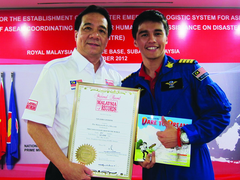 2013 - First Solo Flight Around The World by Captain James Anthony Tan (R) (photo courtesy of Malaysia Book of Records)
